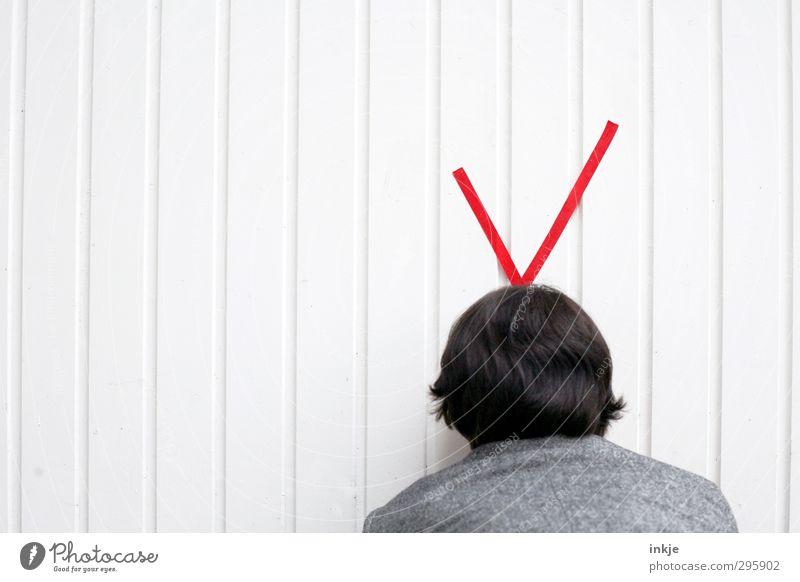 Im Westen nichts Neues....... Mensch Frau Erwachsene Wand Leben Haare & Frisuren Mauer Kopf Linie außergewöhnlich Fassade Freizeit & Hobby warten Hinweisschild