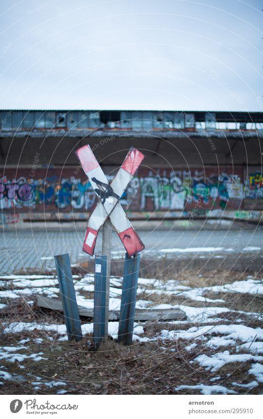 Railway Crossing Stadt Einsamkeit Winter kalt Fenster Graffiti Schnee Gras Berlin Stein Metall Deutschland Eis Verkehr kaputt Frost
