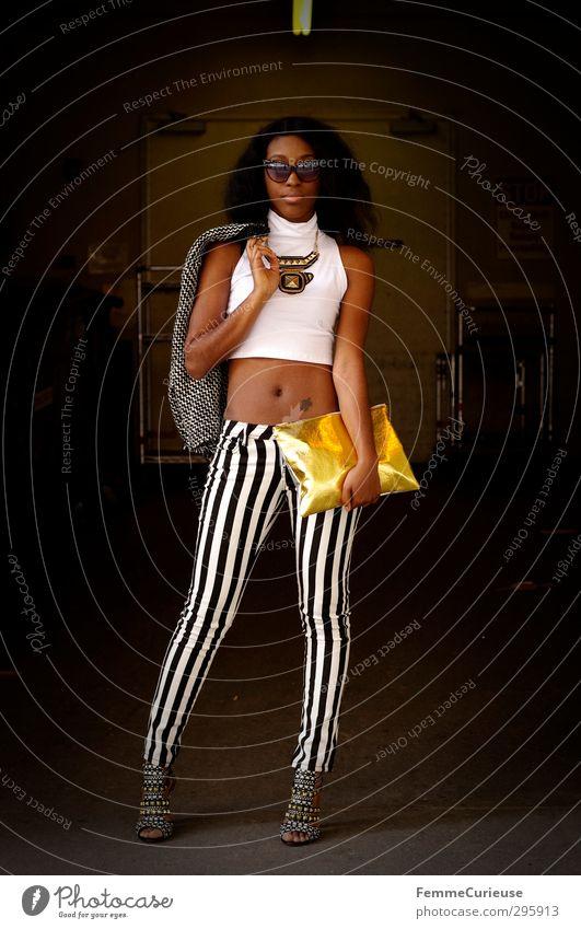 NYC Girl Mensch Frau Jugendliche schön weiß schwarz Junge Frau Erwachsene feminin 18-30 Jahre Stil Mode gold ästhetisch einzigartig Körperhaltung