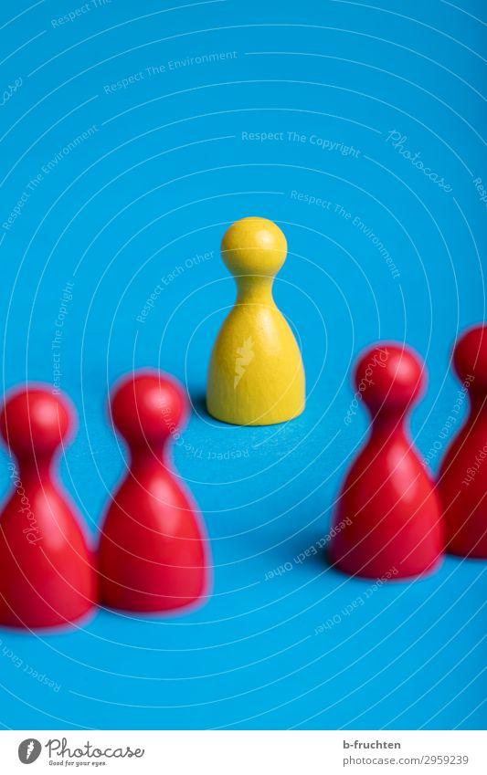 die Andere Mensch blau rot Leben gelb sprechen Business Menschengruppe Angst Kommunizieren stehen Erfolg warten einzigartig beobachten Zeichen