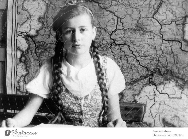 Jugendfoto | Schulalltag in den 40er Jahren Kind Jugendliche Gesicht feminin Haare & Frisuren Kopf Schule Arbeit & Erwerbstätigkeit Bekleidung lernen ästhetisch