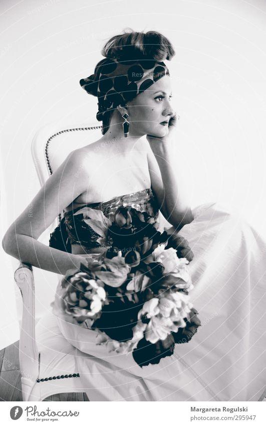 statue elegant Stil Mensch feminin Junge Frau Jugendliche Erwachsene 1 18-30 Jahre Kopftuch sitzen ästhetisch frisch schön Kitsch modern Design Mode