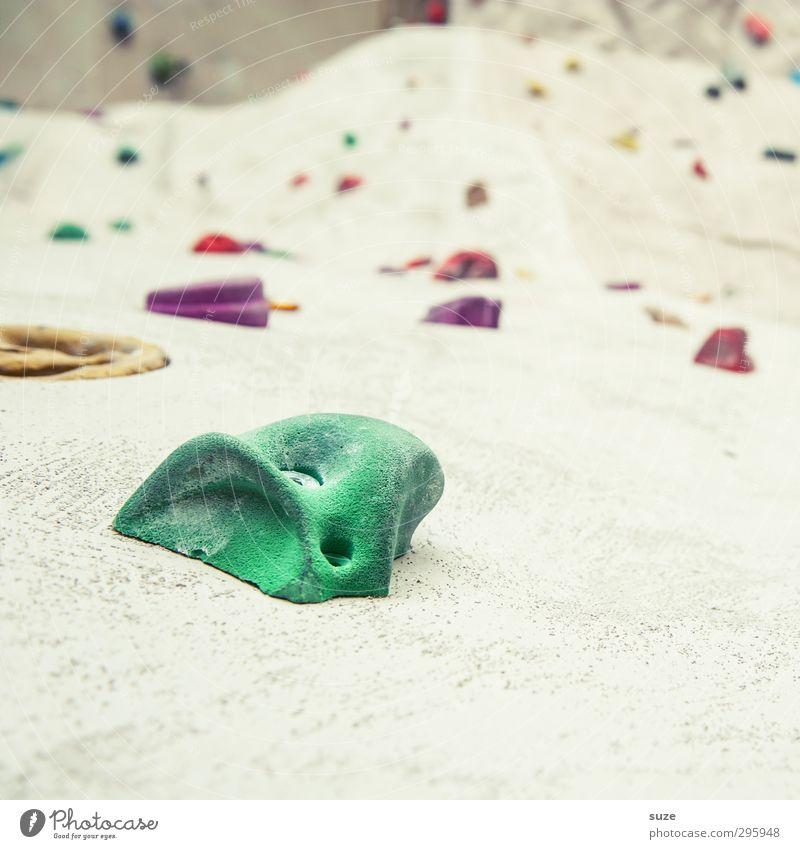 Halt Lifestyle Freude Freizeit & Hobby Sport Fitness Sport-Training Klettern Bergsteigen Mauer Wand Fassade Kunststoff hoch grün weiß kletterknopf Halterung