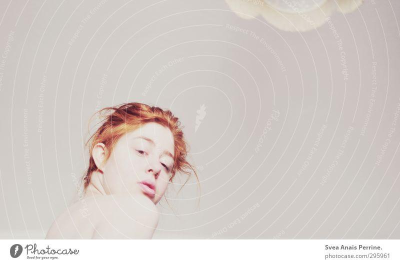 weiß.(4) Mensch Jugendliche schön nackt Junge Frau Gesicht Erwachsene feminin Gefühle Haare & Frisuren 18-30 Jahre Kopf Lampe Raum Haut Rücken
