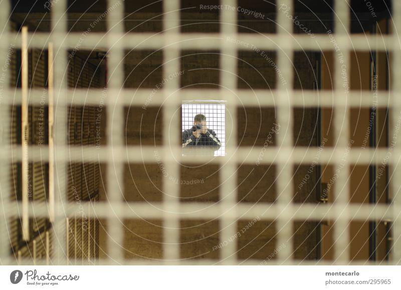 Hinter Gittern ! Folge [200] Mensch maskulin Mann Erwachsene 1 Spiegel Holz Metall authentisch einfach natürlich Originalität Symmetrie Farbfoto mehrfarbig