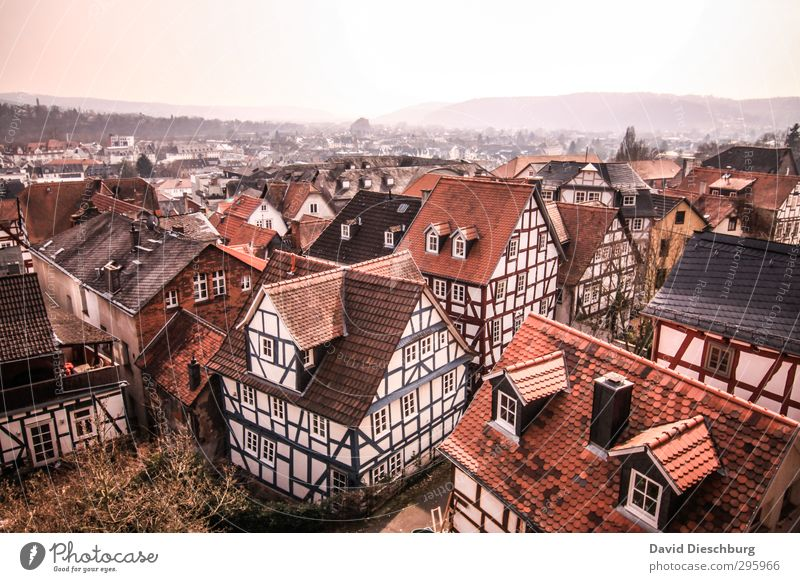 Traumhäuser alt Stadt weiß schwarz Haus Fenster Berge u. Gebirge Wand Mauer braun orange Tür Dach Aussicht Romantik Dorf