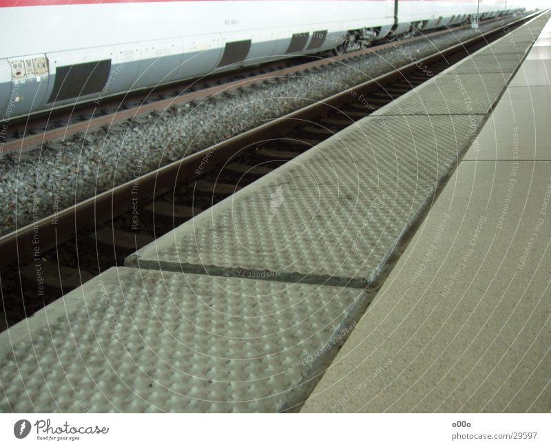 ICE Schnellzug Ankunft Eisenbahn Verkehr Bahnhof Perspektive