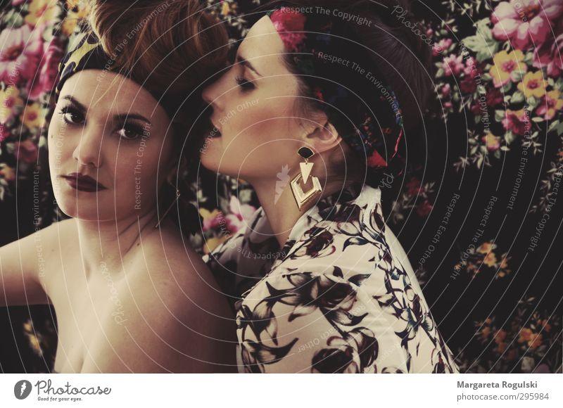 golddiebin Lifestyle elegant Stil Design schön Kosmetik Schminke Lippenstift Wimperntusche Rouge Allergie Tapete Mensch feminin Junge Frau Jugendliche