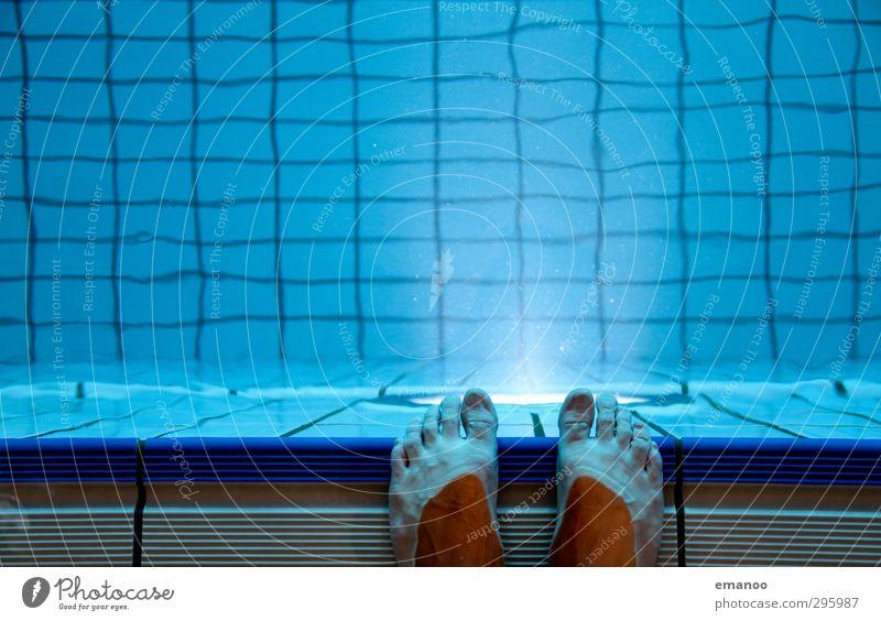 nasse Füsse Mensch blau schön Wasser Freude Sport Schwimmen & Baden Beleuchtung springen Fuß Angst Haut warten stehen nass Beginn