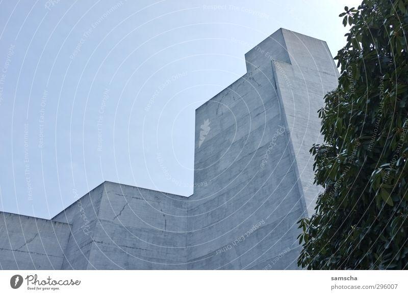 Concrete Jungle III Architektur Theater Umwelt Luft Himmel Kleinstadt Stadt Stadtzentrum Bauwerk Gebäude Mauer Wand Fassade Beton eckig kalt grau St. Gallen