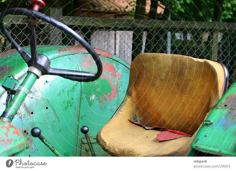 Alter Gaul alt Industrie Rost Zaun Leder Sitzgelegenheit Traktor Lenkrad