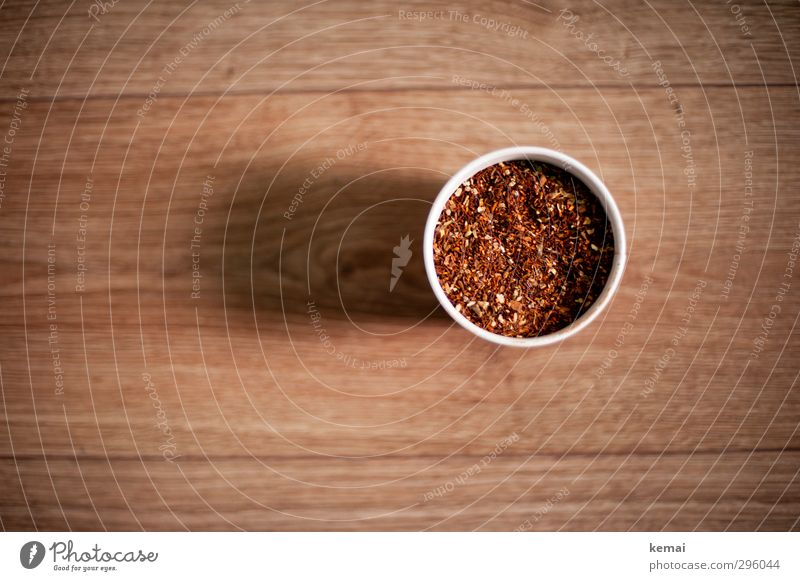 Chai Tee Lebensmittel Kräuter & Gewürze Chaitee Teepflanze Becher Laminat Holz frisch Gesundheit lecker rund trocken Farbfoto Gedeckte Farben Innenaufnahme