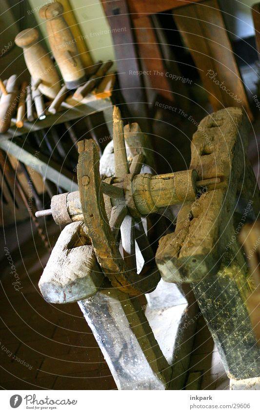 Alte Drehbank alt Holz Handwerk Rost Werkzeug Speichen Drehbank