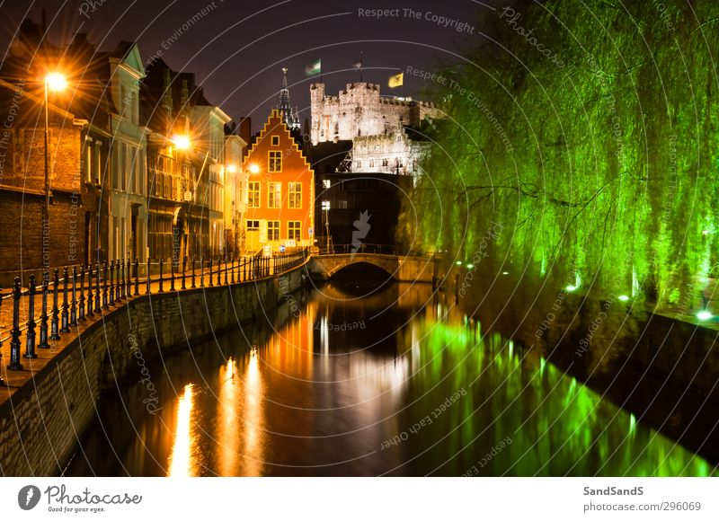 Gent bei Nacht Haus Fluss Kleinstadt Stadt Kirche Brücke Straße grün Farbe Belgien Europa Gravensteen Lievekaai Belgier Zentrum kulturell flämisch Herr Erbe