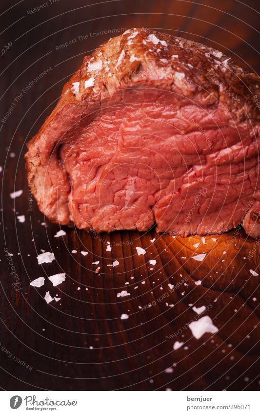 File, she said rot braun Lebensmittel authentisch Ernährung gut Lebensfreude Holzbrett Fleisch Scheibe Maserung Kochsalz Steak Rindfleisch Zeder Rinderfilet