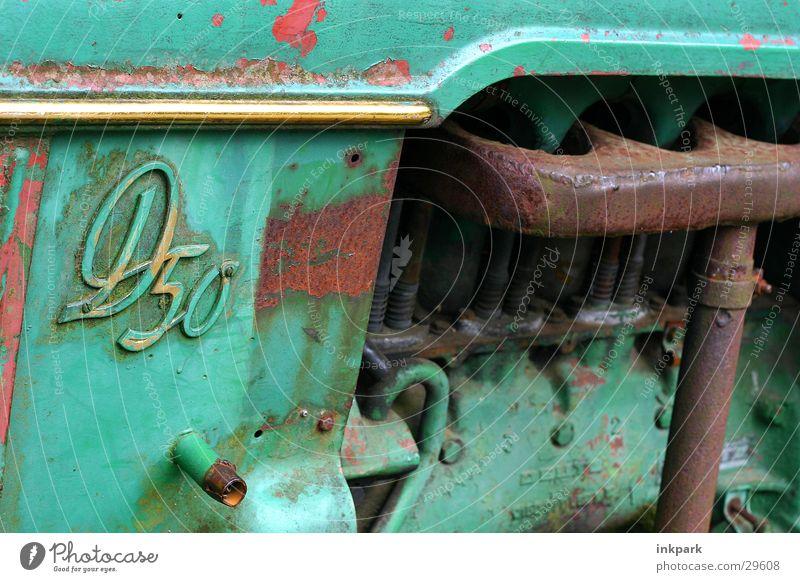 D50 grün kaputt Handwerk Alt. Traktor Träker Rost