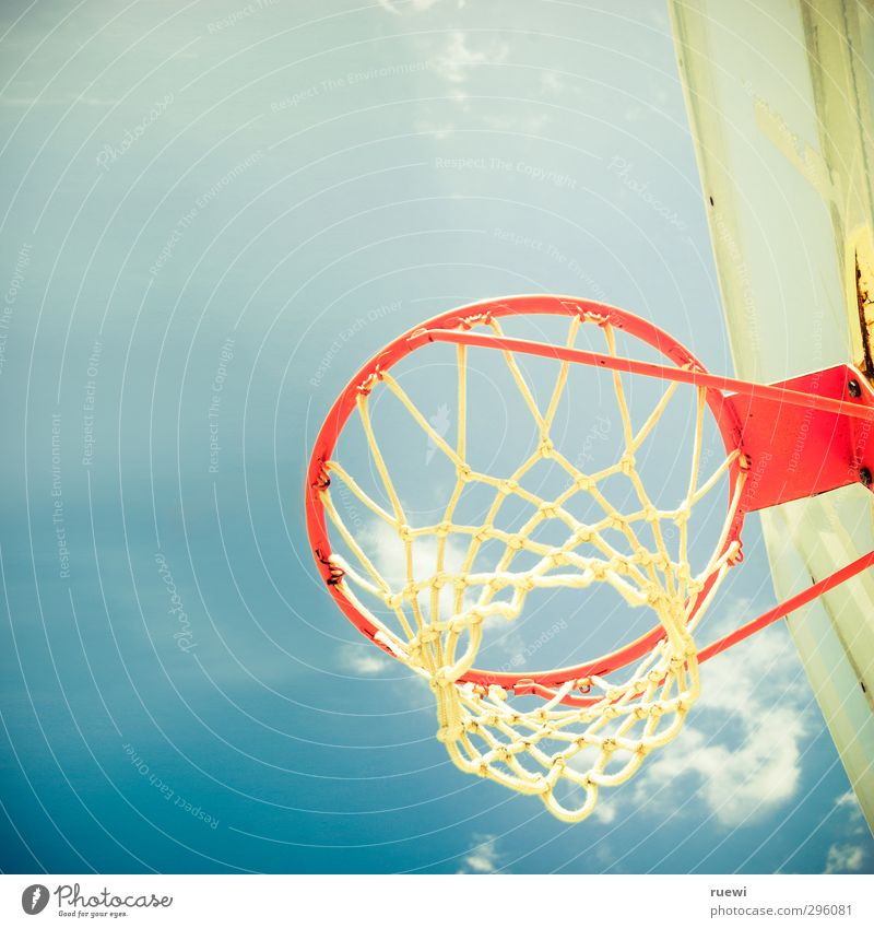 Dem Himmel sei Dunk Himmel blau Sommer Freude Wolken Wärme Sport Frühling Spielen Bewegung oben springen Luft Metall orange Freizeit & Hobby