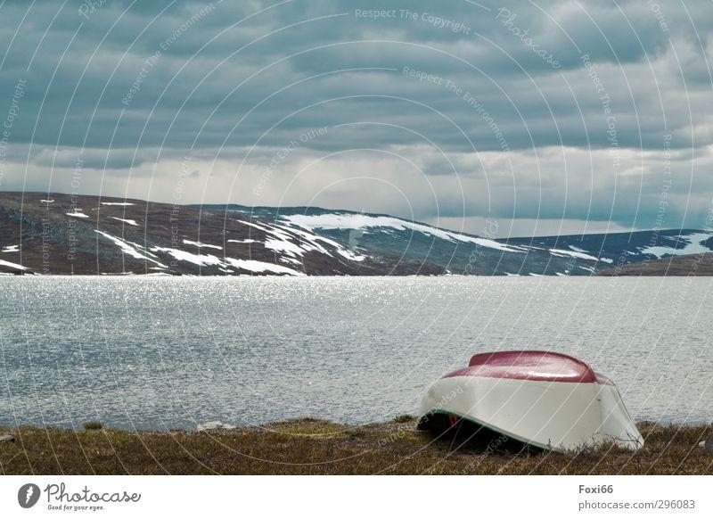 Ruhe Ferien & Urlaub & Reisen Meer Berge u. Gebirge Natur Wasser Himmel Wolken Sommer Gras Schneebedeckte Gipfel Fjord Stein Kunststoff Wasserfahrzeug