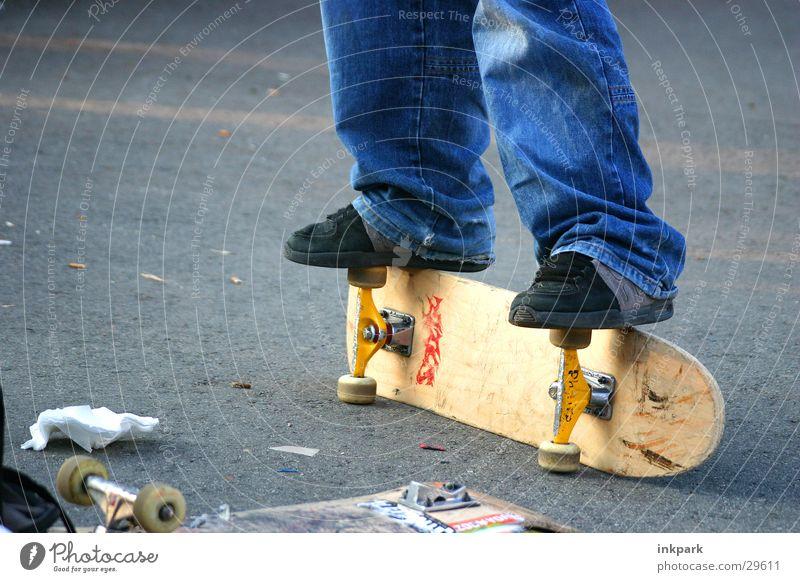 Nicht gut zu Fuß Sport Skateboarding Rolle Jeanshose Holzbrett Straße trendy