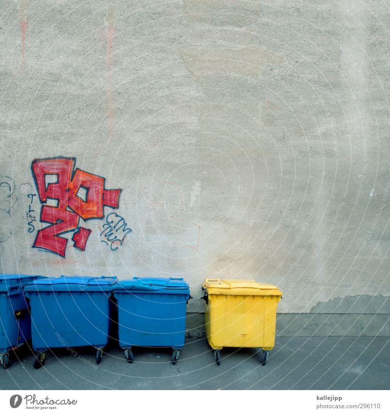 subkultur Stein Zeichen Schriftzeichen Graffiti nachhaltig Müll Müllbehälter gelb blau mehrfarbig Müllverwertung Recycling Container Hinterhof Hausmüll Trennung