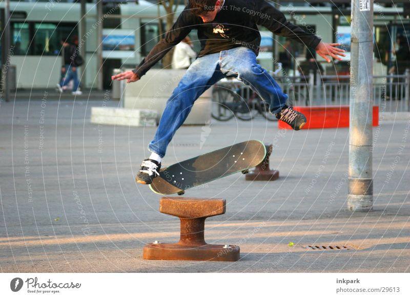 Jump Mann Sport springen Skateboarding Station Rolle Poller