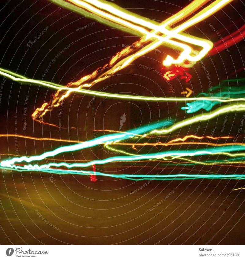 rechts nach links Stadt Haus Verkehr Autofahren Straße Straßenkreuzung Wege & Pfade Ampel Verkehrszeichen Verkehrsschild Licht Lichtspiel Unschärfe Beleuchtung