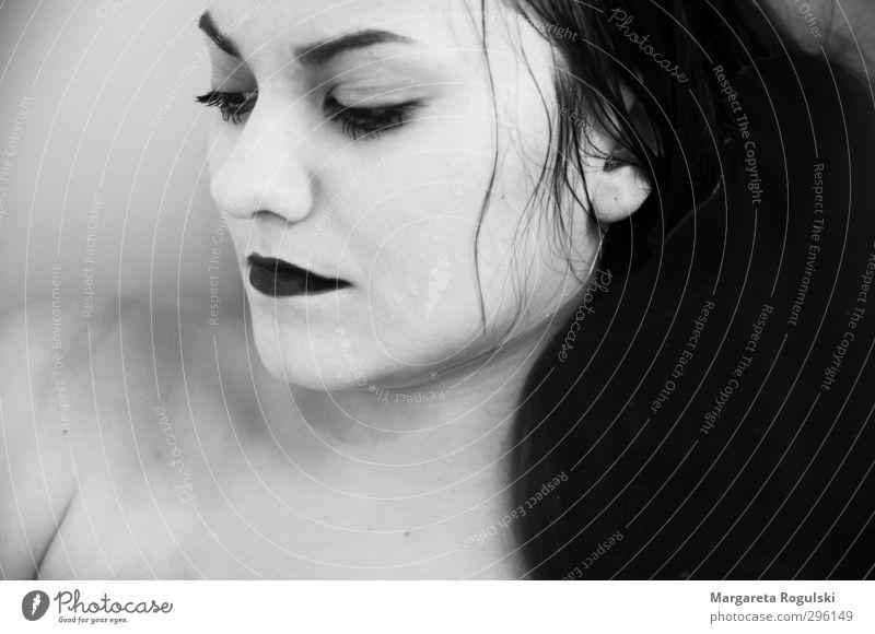 nass Mensch Frau Jugendliche schön Junge Frau Erwachsene feminin Traurigkeit Haare & Frisuren 18-30 Jahre Schwimmen & Baden Haut Badewanne Körperpflege