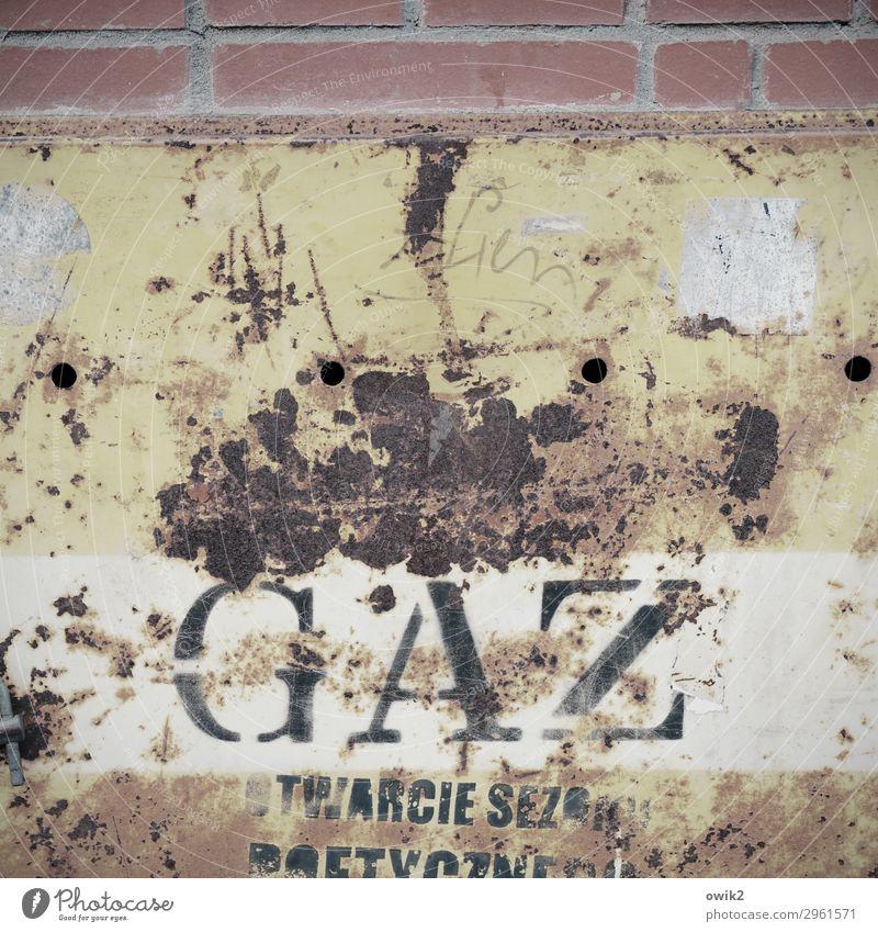 Niegazowanie Polen Osteuropa polnisch Mauer Wand Sammlerstück Metall Rost Schriftzeichen Schilder & Markierungen alt historisch trashig Stadt Schwäche Verfall