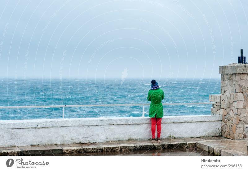 Weite II Mensch Jugendliche grün Meer ruhig Junge Frau Wolken Ferne Erwachsene 18-30 Jahre feminin Herbst Frühling Küste Denken orange