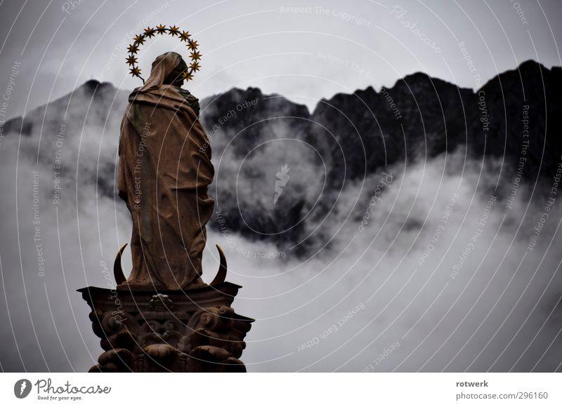 Himmel und Hölle Dampfbad Kunstwerk Skulptur Wolken Wetter schlechtes Wetter Unwetter Nebel Alpen gold grau Religion & Glaube stagnierend Farbfoto Außenaufnahme