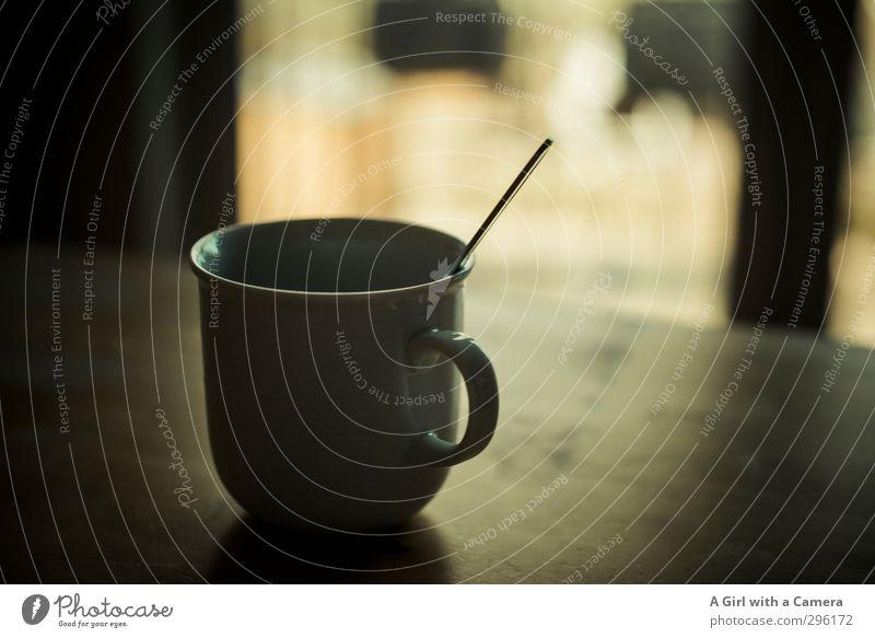 moin moin Getränk Heißgetränk Kaffee Tasse Löffel Zufriedenheit Häusliches Leben Gedeckte Farben Innenaufnahme Menschenleer Textfreiraum rechts Licht Schatten