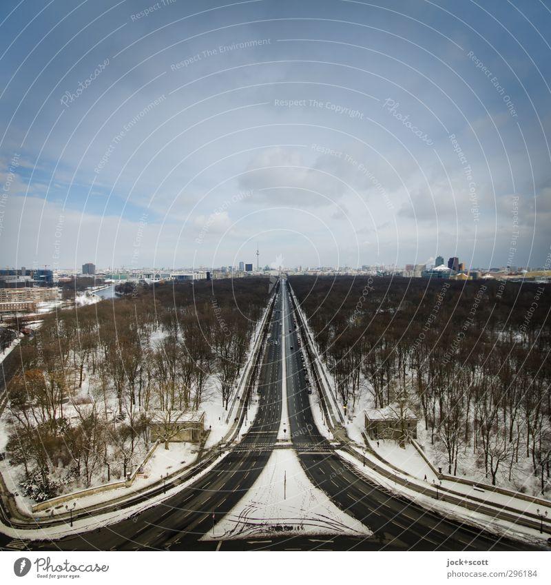 Eiszeit im Tiergarten Himmel Winter Frost Schnee Park Berliner Fernsehturm Straße des 17. Juni Verkehrswege Bekanntheit Ferne kalt trist Horizont Fluchtpunkt