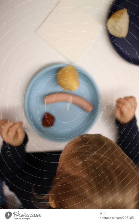 jetzt gehts um die wurst Mensch Kind Leben Gesunde Ernährung Haare & Frisuren Kopf Essen Feste & Feiern Lebensmittel Wohnung Kindheit Häusliches Leben warten