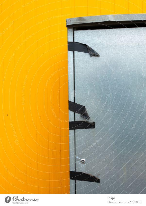 Panzerbandschrank Container Spint Klebeband Metalltür Blechschaden Schrank Briefkasten Linie Streifen Ecke kaputt gelb grau schwarz kleben geschlossen