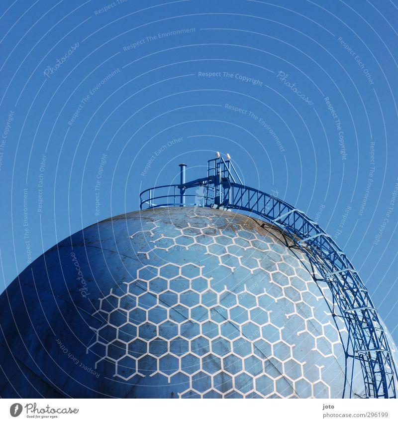 tank Energiewirtschaft Erneuerbare Energie Wasserkraftwerk Industrie Industrieanlage kalt retro blau nachhaltig stagnierend Umwelt Vergänglichkeit Zukunft
