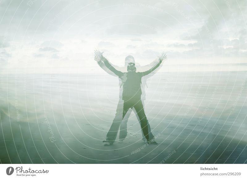 last man standing Erfolg maskulin Mann Erwachsene 1 Mensch Bühne Landschaft Urelemente Sand Himmel Horizont Wetter Wind Sturm Strand Nordsee Ostsee Meer Insel