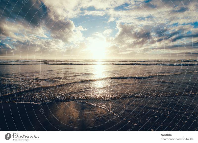 Good Night Natur Landschaft Wolken Horizont Sonne Sommer Wellen Küste Strand Meer ruhig Hoffnung Glaube Sehnsucht Heimweh Fernweh Einsamkeit einzigartig Ende