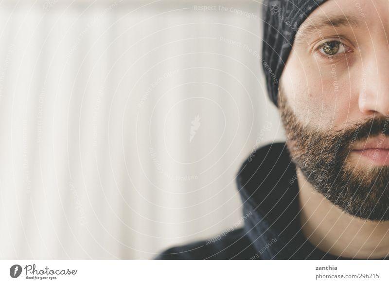 Bart Mensch Mann Stadt Einsamkeit Erwachsene Leben Traurigkeit Gefühle maskulin authentisch Wandel & Veränderung Hilfsbereitschaft Trauer Bart Sehnsucht Müdigkeit