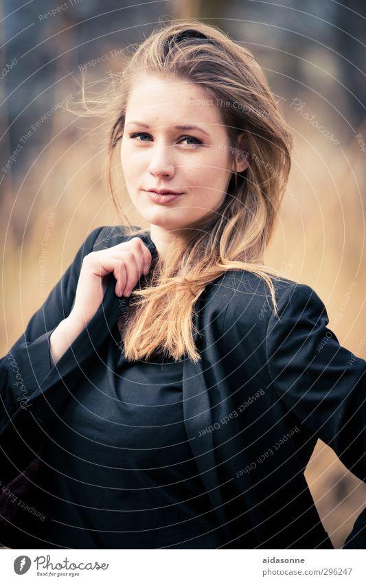 Portrait Mensch Jugendliche Junge Frau feminin Zufriedenheit Coolness