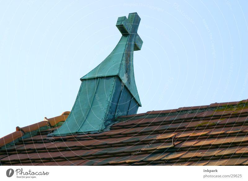 Die Kirche im Dorf lassen... Religion & Glaube Rücken Dach Schönes Wetter Friedhof Dachziegel Gotteshäuser