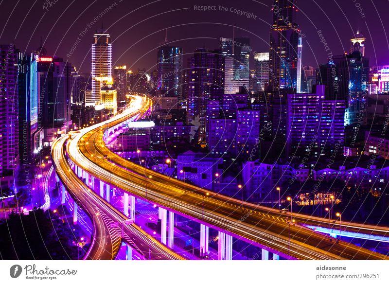 Shanghai bei Nacht China Asien Stadt Hafenstadt Stadtzentrum überbevölkert Haus Hochhaus Bankgebäude Brücke Architektur Autofahren Straße Hochstraße Business