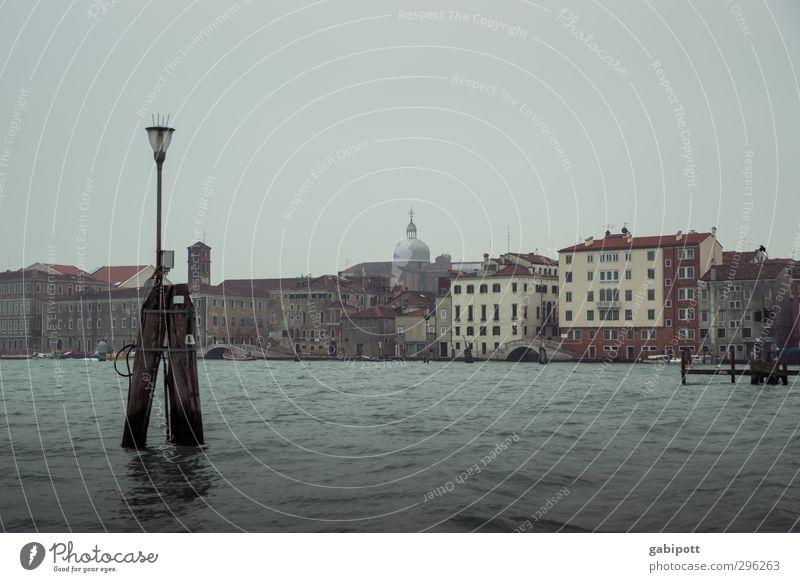 grau grau grau sind alle meine farben Winter Wetter schlechtes Wetter Nebel Regen Küste Venedig Altstadt Haus trist Stadt Tourismus Verfall Vergänglichkeit kalt