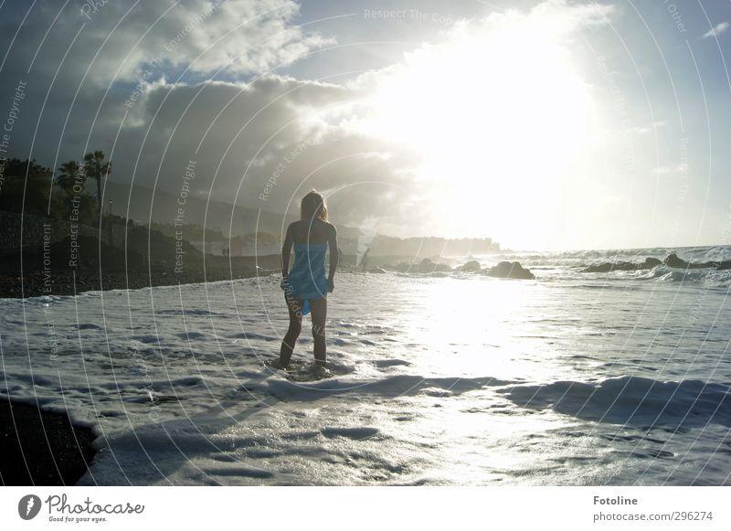 Erwischt Mensch Kind Himmel Natur Ferien & Urlaub & Reisen Wasser Sommer Sonne Meer Mädchen Landschaft Wolken Strand Umwelt Wärme feminin