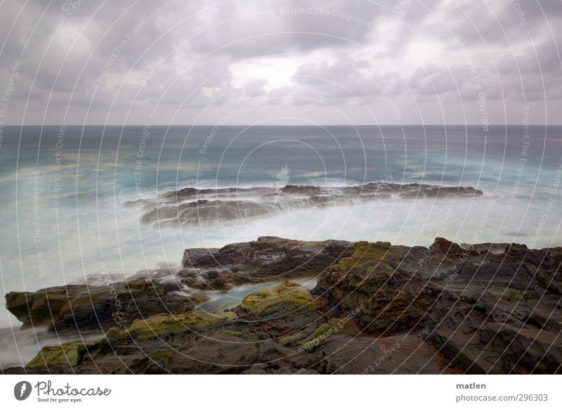 Atlantik Natur Landschaft Wasser Himmel Wolken Gewitterwolken Horizont Klima Wetter schlechtes Wetter Sturm Küste Fjord Meer blau braun grau Farbfoto