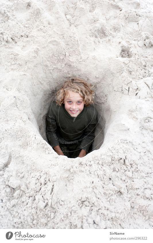 224 [happy digging] Mensch Kind Natur Ferien & Urlaub & Reisen schön Freude Strand Umwelt Spielen Junge lustig Sand natürlich Kindheit blond Freizeit & Hobby