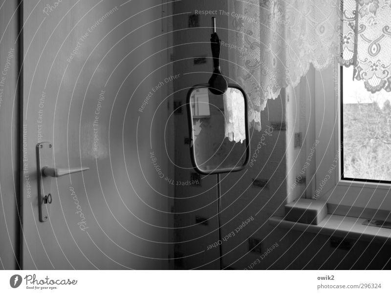 Sonntag nachmittag alt Fenster Wand Innenarchitektur Mauer Wohnung Tür Häusliches Leben einfach Sauberkeit Spiegel Tapete Schlüssel Gardine Griff stagnierend