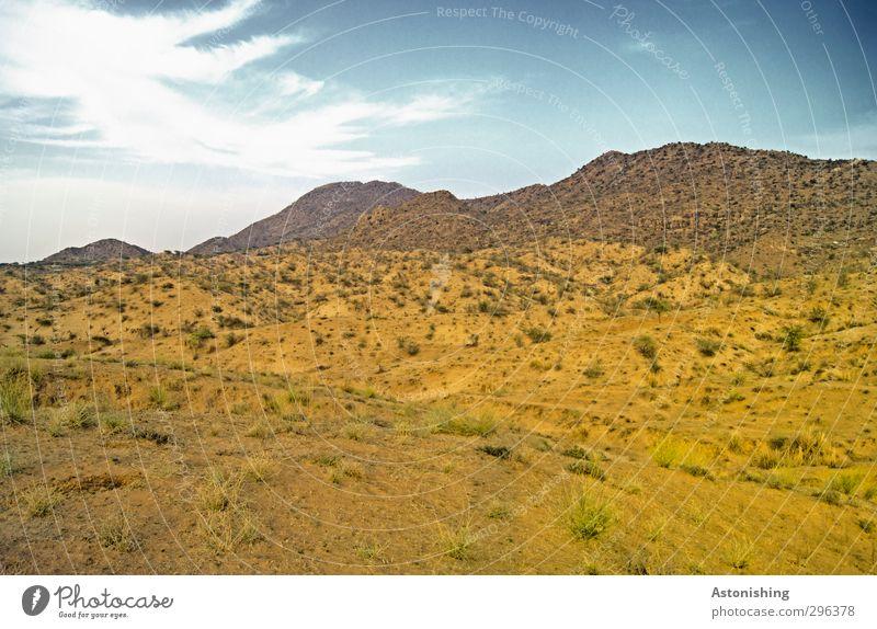 kahle Landschaft in Indien Umwelt Natur Pflanze Erde Sand Himmel Wolken Horizont Frühling Wetter Schönes Wetter Gras Sträucher Hügel Gipfel Wüste blau gelb