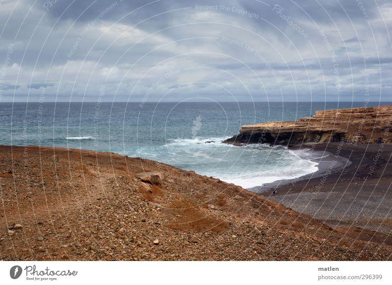 bay Landschaft Sand Wasser Himmel Wolken Gewitterwolken Horizont schlechtes Wetter Hügel Felsen Wellen Küste Strand Bucht Meer blau braun Farbfoto Außenaufnahme