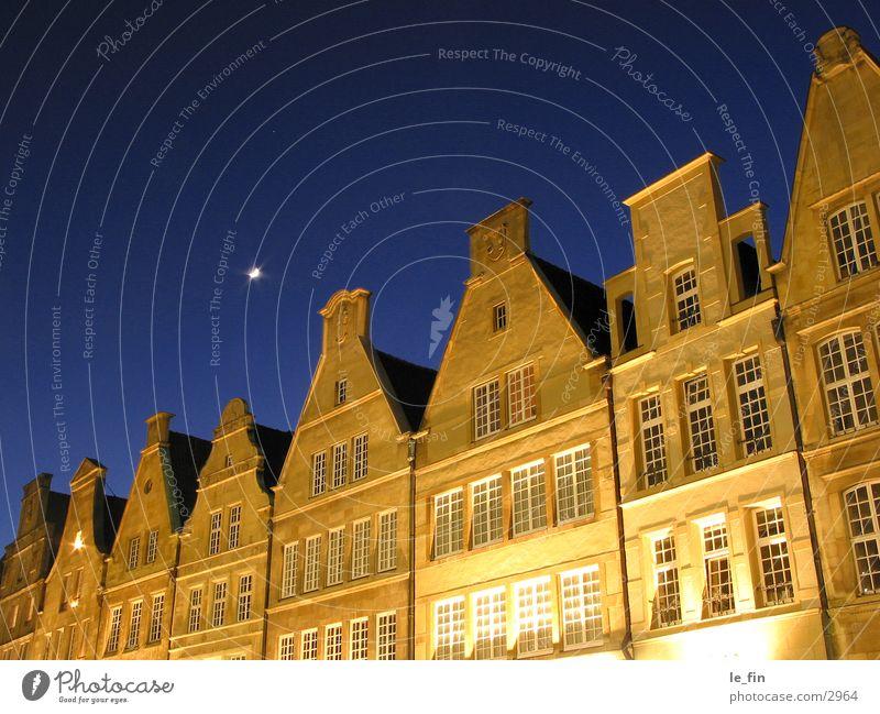 mond Nacht gelb Club Mond blau prinzipalmarkt Münster Architektur