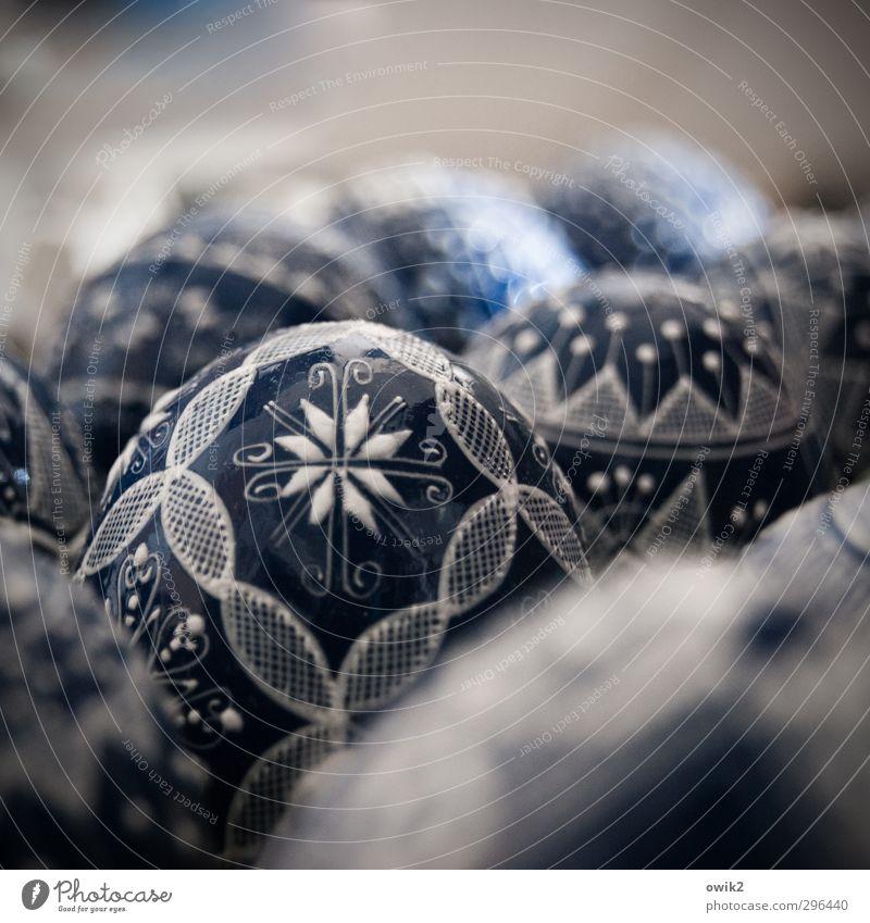 Eiertanz elegant Stil Design Kunst Kunstwerk Osterei dünn nah blau fein Ornament ornamental Dekoration & Verzierung Farbfoto Gedeckte Farben Innenaufnahme